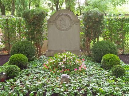 Dauer-Grabpflege