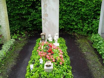 Jahres-Grabpflege