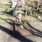 Provisorische Grabstätte mit Erdhügel