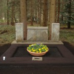 Provisorische Grabstätte aufwändig Rand