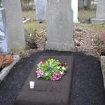 Provisorisches Grab mit Erdhügel