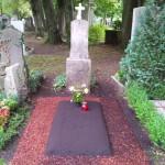 Provisorisches Grab Rindenmulch Einfassung