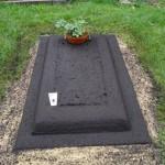 Provisorisches Grab in einem Friedhof in München