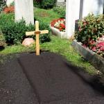 Provisorisches Grab frisch angelegt